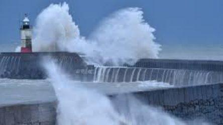 Bella Fırtınası Fransa'yı vurdu: 34 bin ev elektriksiz kaldı