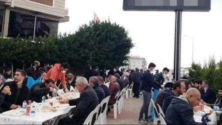 Babasını koronadan kaybeden kişi sokakta yemek verdi