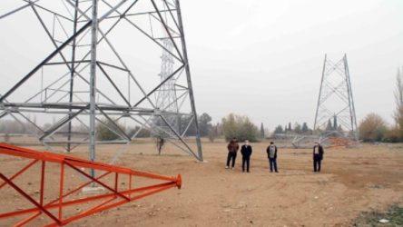 Çiftçiden habersiz tarlasına enerji nakil hattı diktiler