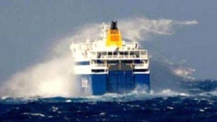 Fırtına uyarısı nedeniyle, feribot seferleri iptal edildi