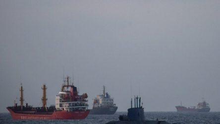 Mısır'ın onayıyla Süveyş Kanalı'ndan geçen İsrail denizaltısı Basra Körfezi'ne yöneldi