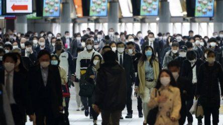 Japonya'da OHAL'e rağmen 'ihtiyacı dışında' dışarı çıkan milletvekili istifa etti