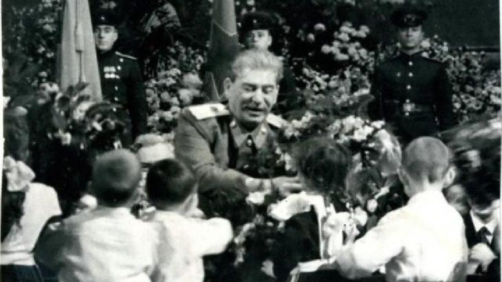 Stalin: Yaşasın genç komünist kuşak!