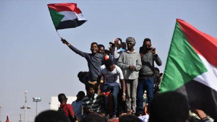 Sudan, ABD'nin 'terörü destekleyen ülkeler' listesinden resmen çıkarıldı