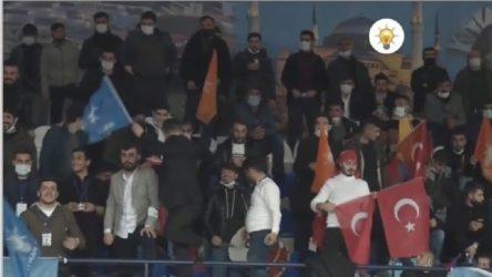AKP'ye yine serbest: Sosyal mesafe kuralları yok sayıldı