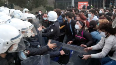 Kayyum rektör protestosunda gözaltına alınan 21 kişi daha adliyeye sevk edildi