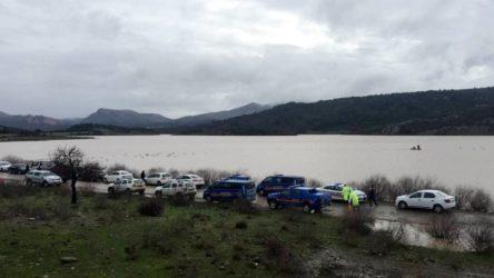 Çanakkale'de bir aracın içindeki 2 kişi baraj sularına kapılıp kayboldu