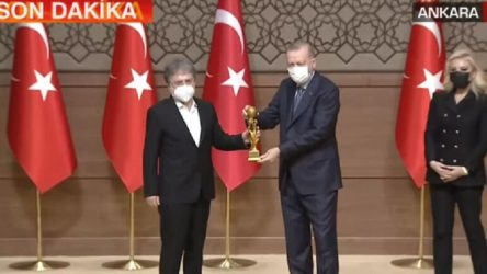 Erdoğan, ödül dağıtacağı gazetecilere konuştu; dijital ağları eleştirdi