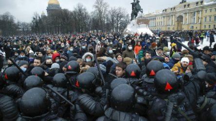 Rusya'da rüşvet belgeseli yayınlandı, halk sokağa döküldü