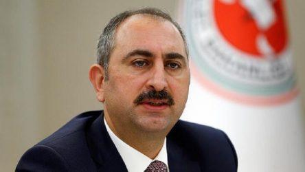 Adalet Bakanı Gül: Klavye başına geçip sosyal medyada bana her gün tutuklama siparişi verenlere sesleniyorum, işleyişi beğenmeyen gider itiraz hakkını kullanır ama yargıya parmak sallayamaz