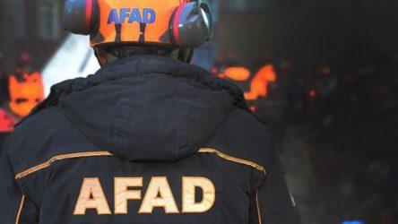 İki genç toprak altında kalırken AFAD ekibi 'namaz' molası vermiş