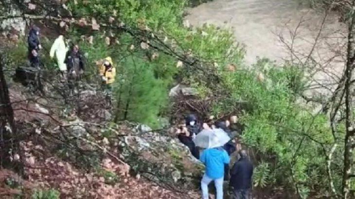 Balıkesir'de tahta köprü çöktü: 1 ölü