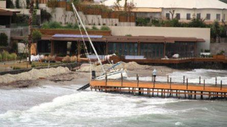Bodrum'da fırtına nedeniyle tekneler battı
