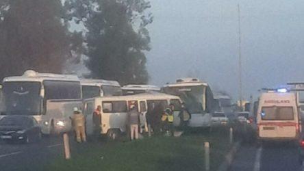 İşçileri taşıyan otobüs ile minibüs çarpıştı: 4 yaralı