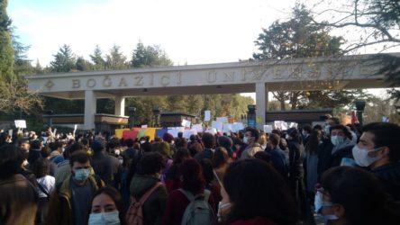 AKP'li rektörü protesto eden Boğaziçi Üniversitesi öğrencilerine gözaltı!