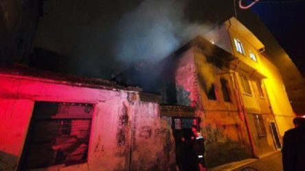 Metruk binada çıkan yangında bir kişinin cansız bedenine ulaşıldı