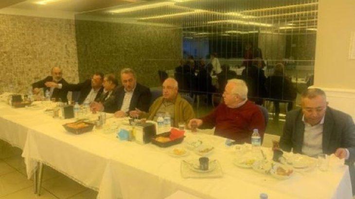 Onlara yasak yok: AKP'liler yemekte buluştu