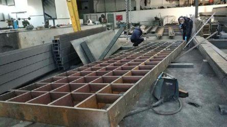 Samsun'da bir işçi 2 tonluk platformun altında kaldı, ağır yaralandı