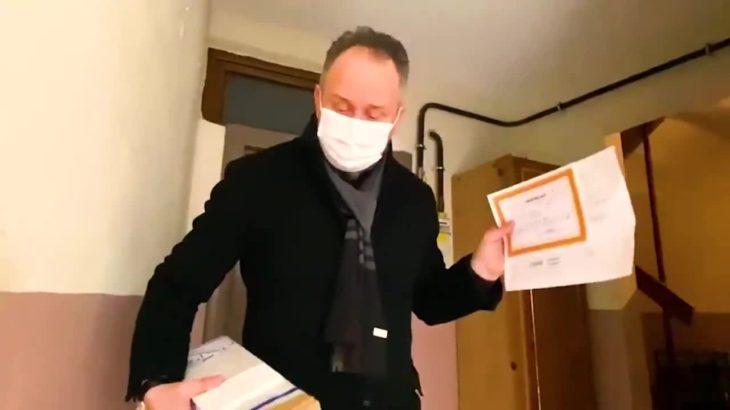 Eğitim-Sen, kapı kapı karne dağıtan AKP'li başkan hakkında suç duyurusunda bulunacak