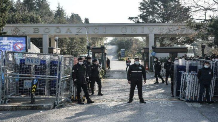 Akademinin kapısına vurulan kelepçe yerini polis barikatı ve TOMA'lara bıraktı