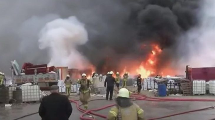 Tuzla'da fabrikanın deposunda yangın