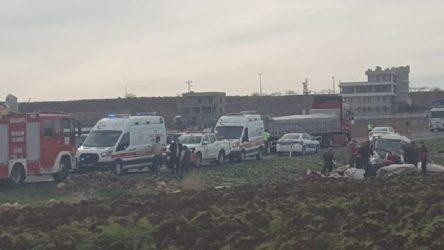 Tarım işçilerini taşıyan minibüs devrildi: 13 işçi yaralandı