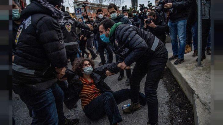 'Cumhuriyet tarihinin en öğrenci dostu hükümetleri, AK Parti hükümetleri' imiş!
