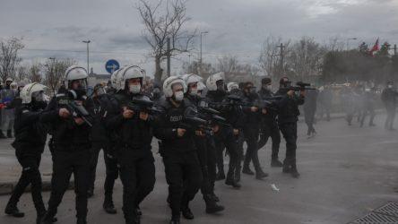 Kadıköy'deki Boğaziçi eyleminde gözaltına alınan 23 kişiden 10 kişi tutuklama talebi ile mahkemeye sevk edildi