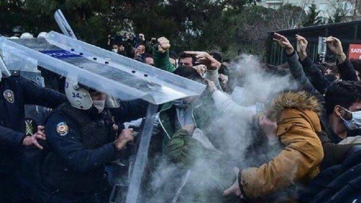 Atanmış rektör Naci İnci'yi protesto eden öğrenciler yaka paça gözaltına alındı