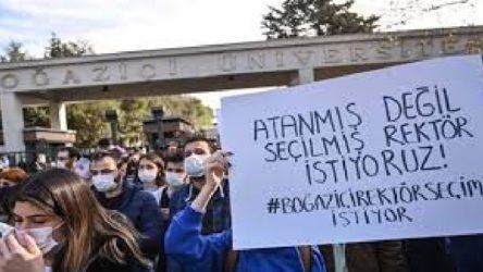 Boğaziçi Üniversitesi öğrencileri rektörlük önünde toplandı