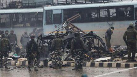 Pakistan'da bombalı saldırı: 16 yaralı