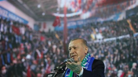 Erdoğan'ın kongrelerini gerçekleştirdiği illerde vaka sayısı alarmı: Bölgesel kısıtlama talebi