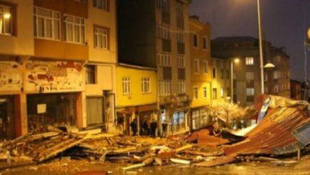 İstanbul'da fırtına: Uçan çatılar hasara yol açtı