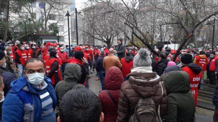 Beşiktaş Belediyesi işçileri de grev kararını belediye binasına astı
