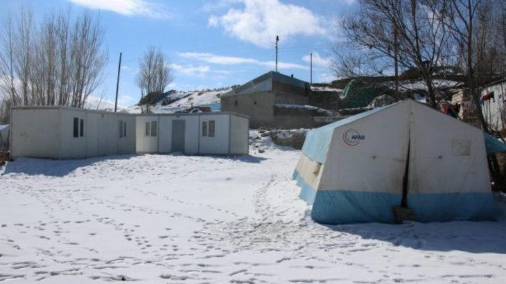 Van'da depremin ardından sözler tutulmadı: Eksi 20 derecede çadırda yaşıyorlar