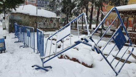 AKP'li Belediye İBB'nin Halk Ekmek büfesini kaldırdı