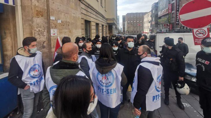 Sendikalı oldukları için işten çıkarılan PTT emekçileri gözaltına alındı