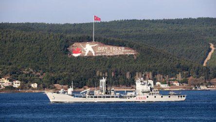 Boğazdan peş peşe savaş gemileri geçti
