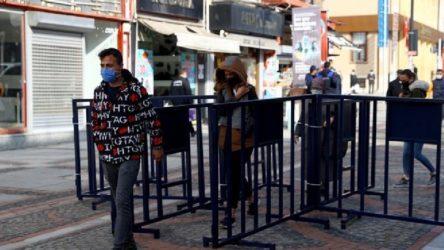 'Çok yüksek riskli' ilde iki caddeye girişler bariyerlerle kapatıldı