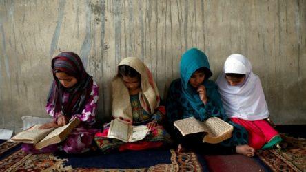 Afganistan'da kız çocuklarına şarkı söyleme yasağı