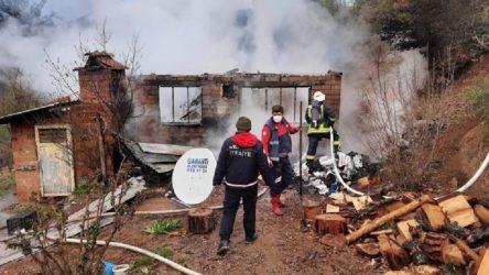 Elektriği kesilen çiftçi, evini ateşe verdi