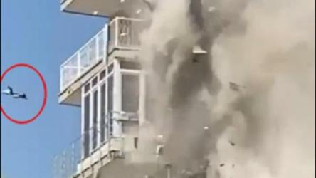 İzmir'de depremde hasar gören binanın yıkımı sırasında aşağı düşen kedinin durumu kritik