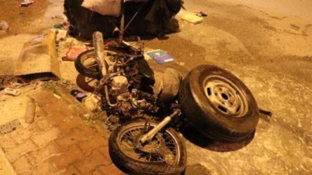 Kağıt toplayıcı Suriyeli genci dövüp motosikletinin üzerinden kamyonetle geçtiler, ardından ateşe verdiler