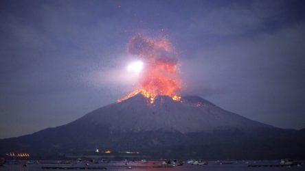Japonya'daki Sakurajima Yanardağı'nda patlama meydana geldi