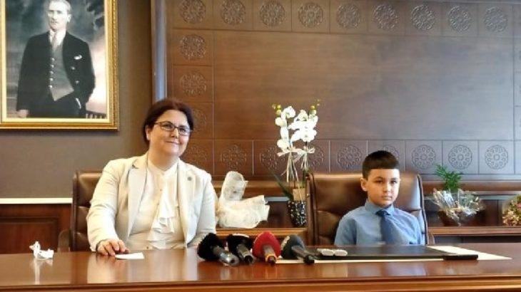 Yeni bakan Derya Yanık'ın şovuna tepkiler büyüyor: Derhal istifa etmeli!