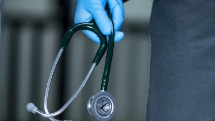 Hükümet 65-72 yaş aralığındaki emekli doktorları tekrar istihdam edecek