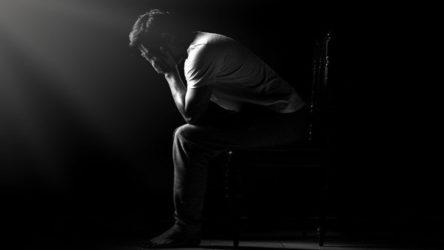 21 yaşındaki genç, 'benim geleceğe dair umudum yok' yazılı not bırakarak intihar etti