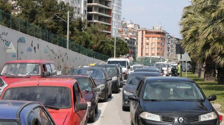 Vaka birincisi Samsun'da yasak gününde kilometrelerce araç kuyruğu