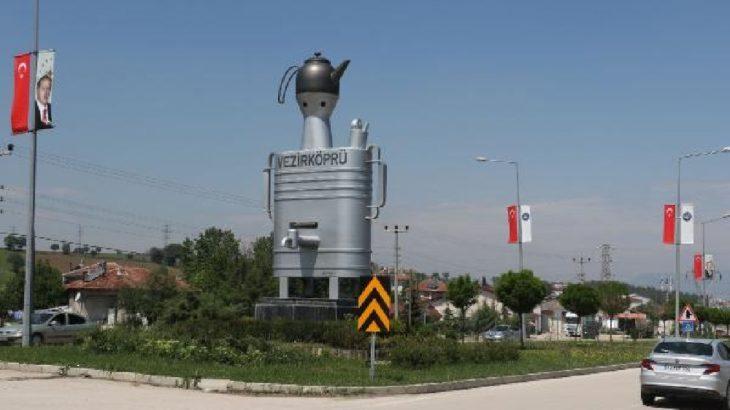 Belediye başkanından 'semaver anıtı' eleştirilerine yanıt: Bir oyun olduğunu düşünüyorum