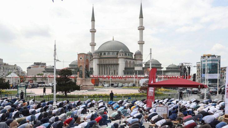 Ayasofya ile Taksim Cami, sosyal medyadan Arapça selamlaştı